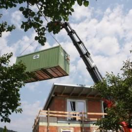 Containerverhebung mit 37m-Kran