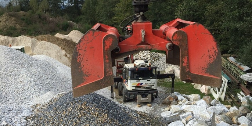 Zacharias Transporte – Spezialist für Böschungssteine & Außenanlagen